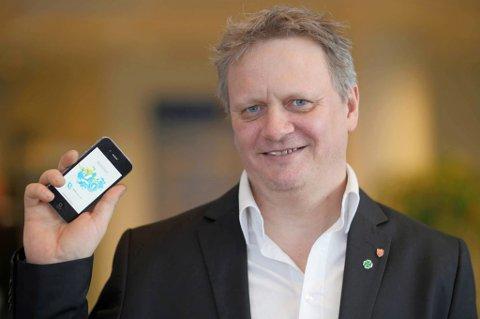 FORSNØYD: Ivar B. Prestbakmo (Sp), fylkesråd for samferdsel og miljø i Troms fylkeskommune er fornøyd med enda en salgsrekord for Troms Mobillett. Foto: Troms Fylkeskommune