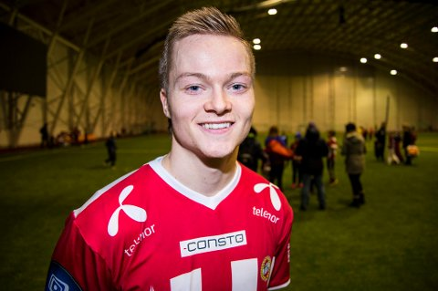 TILs nye islending Aron Sigurdarson satte inn to mål fra langt hold da TIL vant 3-0 over Brann i generalprøven i Vestlandshallen søndag.