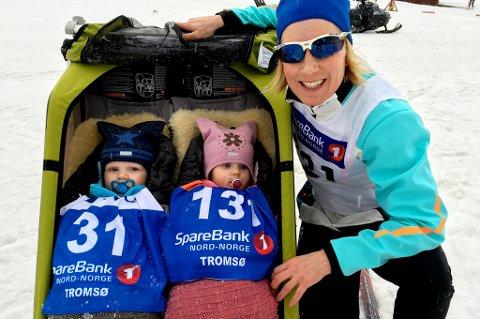 Tidligere NM-medaljevinner Sara Svendsen feiret nimånedersdagen til tvillingene Emma og Albert med å stille et eget familielag på den uhøytidelige stafetten i klubbmesterskapet til Tromsø Skiklubb Langrenn. God stemning fra start til mål!
