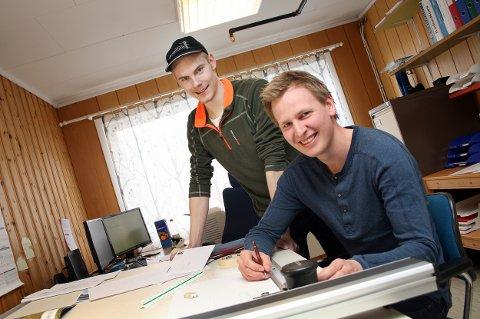 PÅ PLASS: Her jobber daglig leder Tor Sørensen (t.v.) og styreformann Tor-Christian Chruickshank både seint og tidlig.