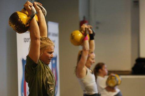 TIL EM: Hege Jenssen fra Senja oppdaget trening med kettlebell på treningssenter. Nå er hun hekta på kettlebell sport, og skal delta i EM i mai.