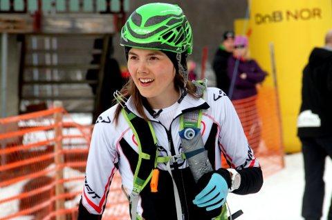 En fornøyd Yngvild Kaspersen etter målgang som vinner i kvinneklassen i Blåtind Arctic Race. 21-åringen fra Tromsø er klar for å hevde seg i verdenstoppen i skyrunning igjen, og mener hun har trent enda bedre i vinter enn for ett år siden.