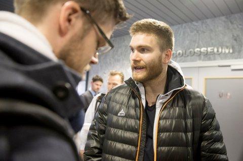 En irritert Gudmund Taksdal Kongshavn snakker med media på Ullevaal etter firemålstapet for Vålerenga.