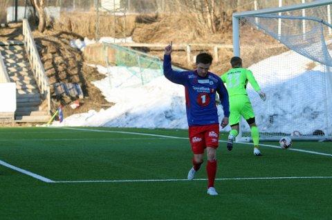 HELTEN: Vegard Lysvoll ble den store helten med tre scoringer.
