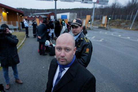 Kirkenes  20151020. Justisminister Anders Anundsen besøker Storskog utenfor Kirkenes. Her står han rett ved grensa inn til Norge. Foto: Vidar Ruud / NTB scanpix