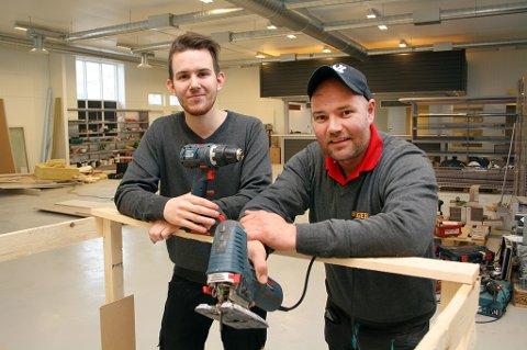 SNART KLARE: Butikksjef Jonas Sjursnes (t.v.) og daglig leder/eier Jøran Johnsen gleder seg til å åpne Bygger'n på Finnsnes.