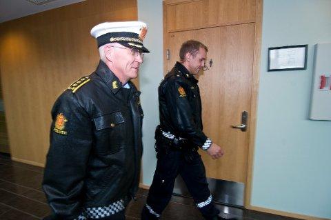 AKTOR: Politiadvokat Thomas Rye-Holmboe (til venstre) var aktor i saken der en 61-årig mann fra Tromsø er dømt til to års fengsel for familievold.