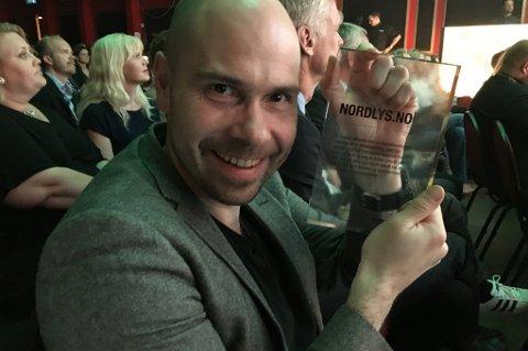 Nordlys vant pris for årets lokale nyhetsnettsted under Nordiske mediedager i Bergen. Sjefredaktør i Nordlys, Anders Opdahl, tok imot prisen, som deles ut av Mediebedriftenes Landsforening (MBL).