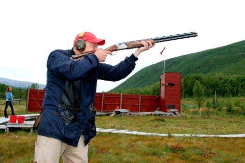 OMSTRIDT: Leirdue- og pistolbanen i Tromsdalen har vært omstridt i en årrekke. Nå slår Tromsø kommune fast at banene er ulovlige og varsler pålegg om stans i skytingen.