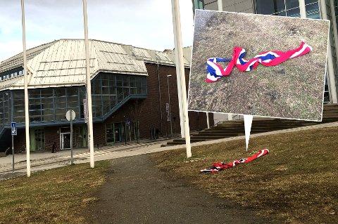 NEI OG NEI: Det norske flagget skal som kjent ikke berøre bakken. Likevel gjorde det nettopp det utenfor rådhuset i Tromsø onsdag kveld. Det tok imidlertid ikke mer en halvtime før det var fjernet.