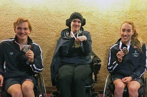 GULLJENTE: Ingrid Thunem (midten) jbulet for EM-gull torsdag kveld. Andreas Bjørnstad (t.v) tok sølv og Sarah Louise Rung (t.h) tok bronse i sine klasser.