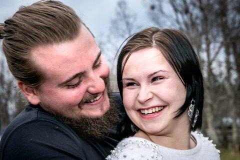 ALDRI VÆRT NOEN ANDRE: Stine Georgsen og Niclas Førde har vært kjærester siden de var 12. Nå skal de gifte seg. Foto:Torgrim Rath Olsen