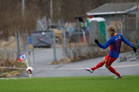 BANKET INN 1-0: Lars Henrik Andreassen sendte TUIL i ledelsen på et straffespark.