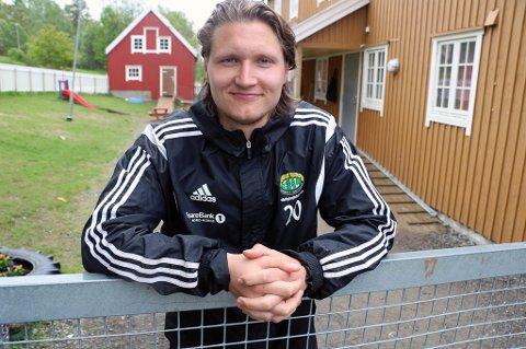 UTE AV SPILL: Vebjørn Valle Grunnvoll har ikke spilt et minutt seriefotball for Finnsnes i år på grunn av overtrening. Spissen, som har store ambisjoner på fotballbanen, har vært så langt nede at han vurderte å slutte med fotball. I neste uke trapper han opp treningen igjen, og håper å bidra i Finnsnes sin opprykkskamp til høsten.