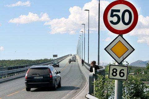 HØY FART: 20-åringen holdt en hastighet på 111 kilometer i timen i 50-sonen over Gisundbrua i Lenvik.
