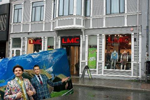 Gründere og klesdesignere i Moods of Norway Peder Børresen (th ) og Simen Staalnache. bildet er tatt i forbindelse med etableringen i Tromsø.