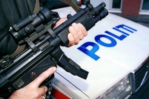 Bevæpnet politi. Illustrasjonsfoto.