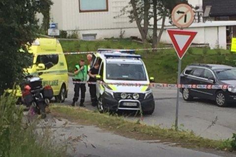UTRYKNING: Innkjøringen til Grønliveien i Tromsø var sperret av torsdag kveld.