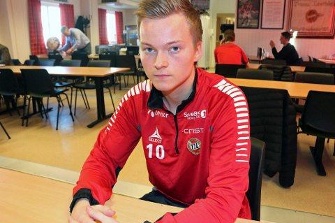 Aron Sigurdarson forteller til Nordlys at han ville gjøre alt han kunne for å være aktuell for Islands EM-tropp, og derfor nok kom på banen igjen for tidlig etter sitt skadeavbrekk. Nå tror han at formen igjen er på vei.