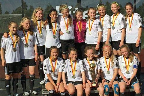 Reinen ILs J16-lag består i hovedsak av spillere født i 2001. De gikk likevel helt til finalen i Piteå Summer Games, i konkurranse mot ett år eldre jenter.