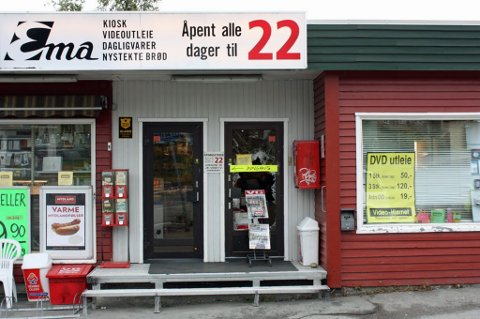 Ema har drevet i Tromsø i over 50 år. Nå skal kiosken legges ned. Bilde er tatt ved en tidligere anledning. Foto: Tord Olander Pedersen