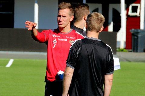 Morten Gamst Pedersen mener TIL-spillerne har noe å hente i å stå igjen på treningsfeltet og terpe på detaljer. Dette mener han selv var en viktig suksessfaktor i ung alder.