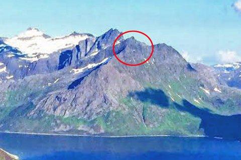 Trehørningen er her markert på bildet. Fjellet ligger 868 meter over havet i Ersfjorden.