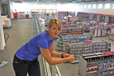 SNART KLAR: Dalig leder Linda Eliassen hos Elektroimportøren i Tromsø åpner dørene 12. september i de gamle lokalene til Bakehuset. Foto: Are Medby