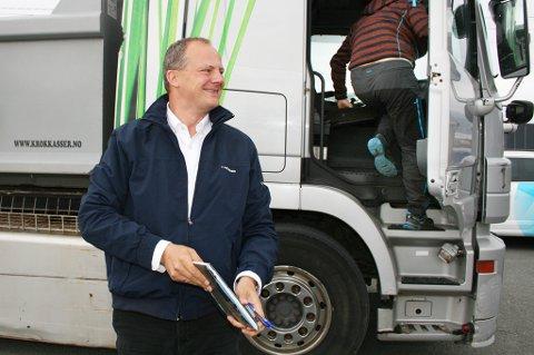 Statsråd Ketil Solvik-Olsen kaller lastebilturen på Senja en opplevelse.