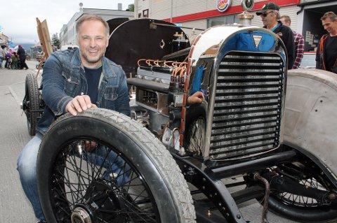 Herra va gammel ja. Åsulv Svestad viste lørdag fram bilen fra 1922.