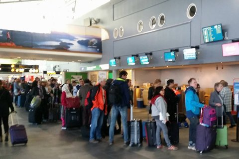 Mange reisende har måttet booke om sine reiser på grunn av tåketrøbbel i Tromsø onsdag morgen. Foto: Nordlys-tipser
