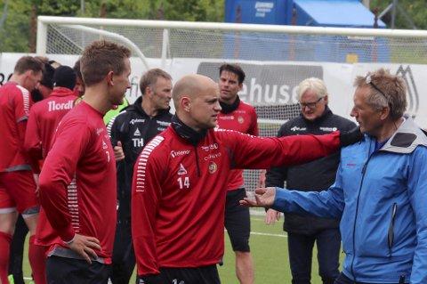 UTE: Morten Gamst Pedersen (t.v) og Hans Norbye (midten) er ikke med i TIL-troppen som møter Brann søndag. Til høyre Svein Arne Pettersen.