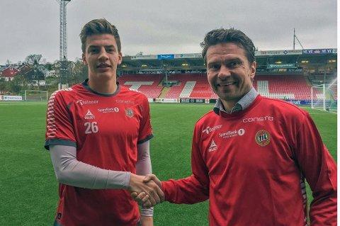 ENIG: Jostein Gundersen (t.v) er enig med TIL og sportssjef Svein-Morten Johansen (t.h) om en ny avtale ut 2020-sesongen.