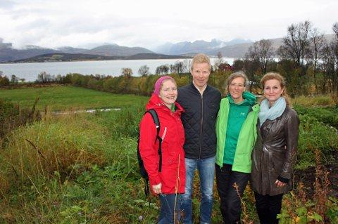 GRØNT MØTEPUNKT: Her på sørsida av Holtveien vil Ingrid Marie Kielland (til venstre), Erlend Winje, Ute Vogel og Ann-Kjersti Johnsen skape et grønt møtepunkt og aktivitetssenter med fokus på mat og friluftsliv.