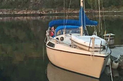 FUNNET: Den savnede seilbåten Argo ble funnet nordvest av Sørøya klokka 12.00 i dag. Seileren skal være i god behold. Foto: HRS