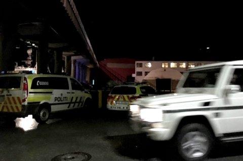 POLITIUTRYKNING: Minst tre politipatruljer har rykket ut i halv tolv-tiden tirsdag kveld. Årsaken er slagsmål på et fartøy ved Verftstomta.