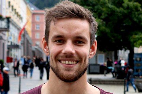 Remi Johansen kan i likhet med TUIL-spiller Tomas Kristoffersen være på vei til Sandnes Ulf, som har kvittet seg med tre sentrale midtbanespillere. Trener Bengt Sæternes bekrefter interessen overfor BA, som skriver om konkret kontakt mellom agent og klubbene.