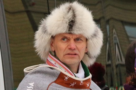 Nils I. Hætta, her under reinkappkjøringen i Samisk Uke i Tromsø, mener det er en skjevfordeling at alle de fire arrangementene til MSM mottar 150.000 kroner årlig av kommunen, mens det planlegges å støtte Arctic Race of Norway med 6,4 millioner kroner.