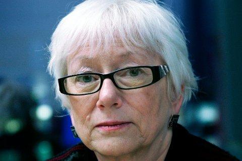 STILLER SPØRSMÅL: Leder for helse- og velferdskomiteen, Gunhild Johansen, stiller en rekke spørsmål omkring den nye førsteleverandøren av helsevikarer til kommunen.