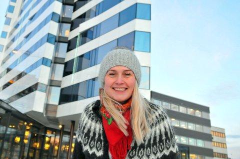 FLOTT BYGG: Ragni Ramberg drar frem The Edge som en ypperlig kandidat for å vinne en arkitekturpris i regi av Tromsø kommune. Hun håper kommunen vil oprette en slik kåring for å fremme god og funksjonell arkitektur i Tromsø.