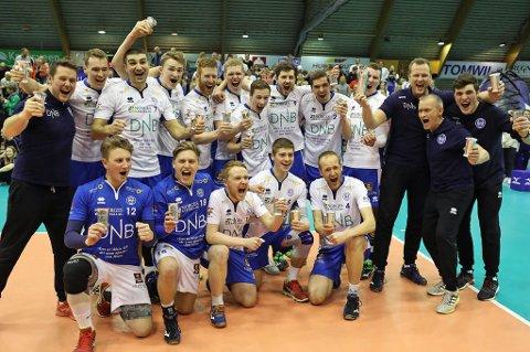 NORSK MESTER: BKT jubler etter kampslutt etter 3-1-seier mot Viking i cupfinalen.