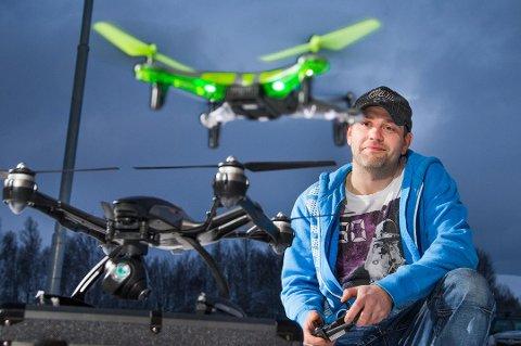 POPULÆRT: Droner er blitt svært populært, og selges i nær slags alle variasjoner hos Hobby24. Likevel, bransjeendringene som dronenes inntog har medført, tvinger Tor Åge With til å nedskalere driften på Hobby24.