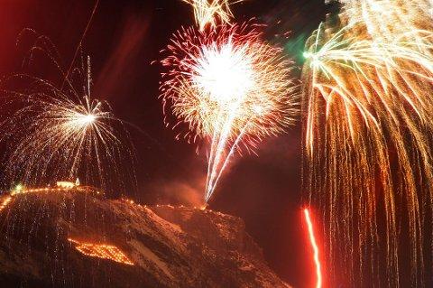 PÅ SOLDAGEN: Lørdag klokka 18 avfyres nyttårsfyrverkeriet i Tromsø - 21 dager på etterskudd (arkivfoto).