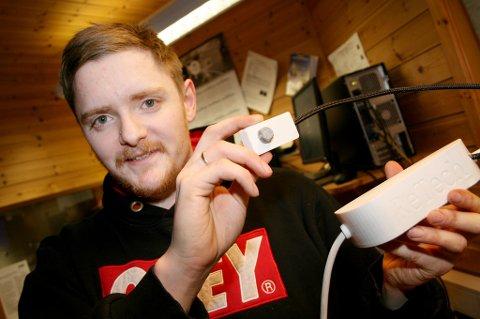 NO BLOW: Dag-Erik Torbergsen med prototypen på oppfinnelsen det er søkt patent på.