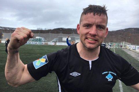 Veteranstopper Ronny Olsen holder fortsatt koken for formlaget Skjervøy, som i beste fall kan berge plassen med seier lørdag.