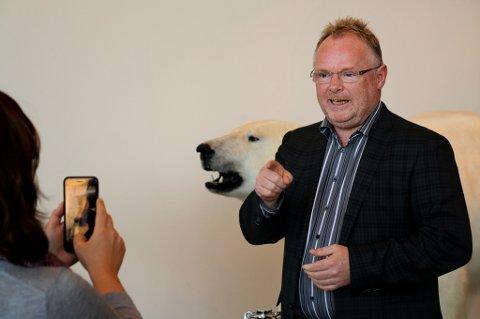 FORSVARER ØKNING: Fiskeriminister Per Sandberg (FrP) forsvarer økningene av skatt og moms i det nye budsjettforslaget.