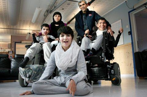 Mor Khalida og far Majeed sammen med sønnene Diyar (19), Zhiyar (18) og datteren Banav (15) har fått det bra i Lenvik. Men nå er det slutt.