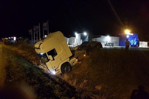 UHELDIG: Trekkvogna trillet av gårde og ut i grøfta i Nordkjosbotn fredag kveld.