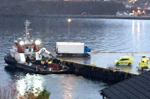 SKADET: En mann i 30-årene ble hentet med ambulansehelikopter etter en arbeidsulykke på Skjervøy tirsdag.