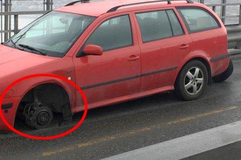 OOOPS: Forhjulet på denne Skodaen falt av midt på Tromsøbrua en fredag i mai i år.